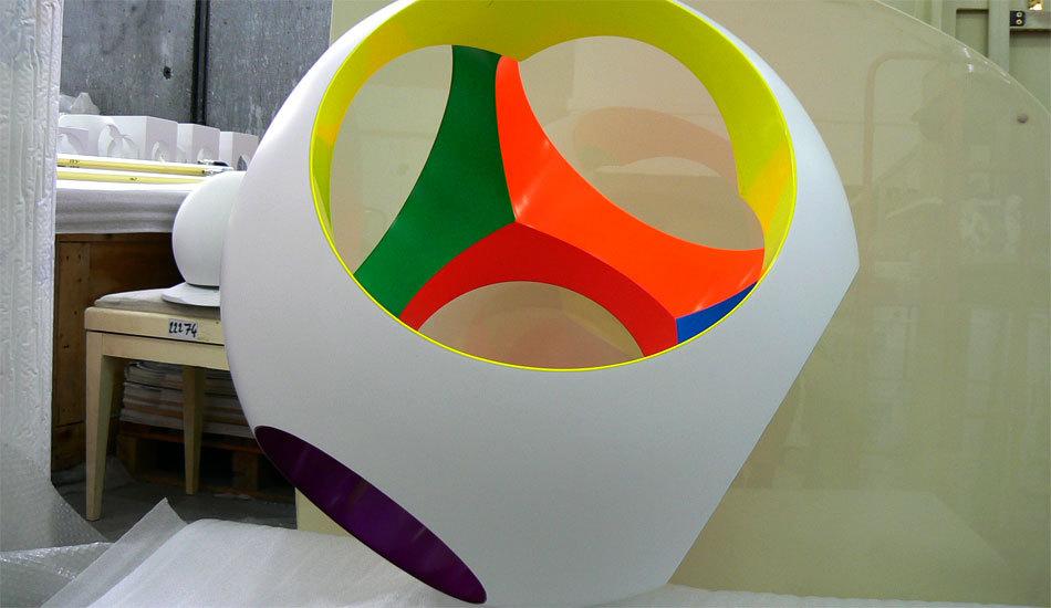 Yom de Saint Phalle et ses sculptures à l'atelier TPP à Montreuil