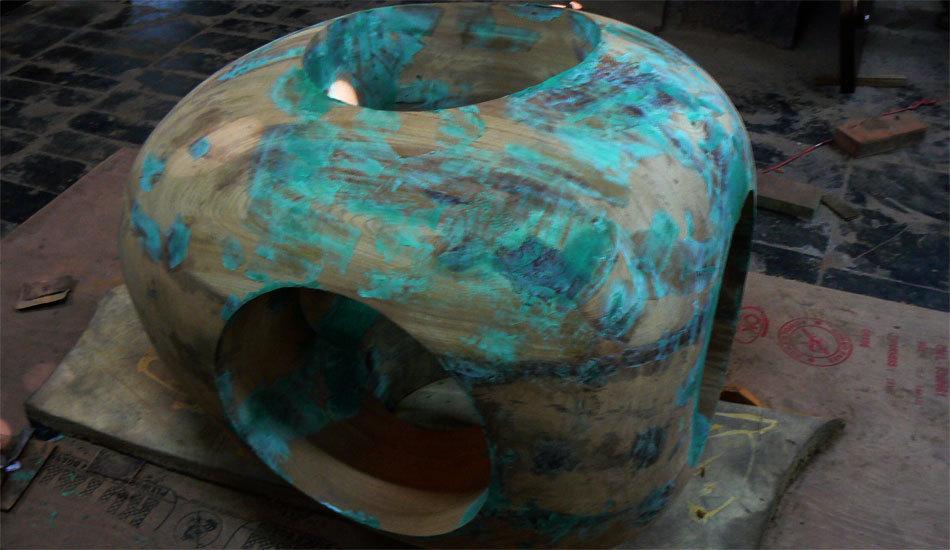 Sculpture bois, en Teck ancien de forme Ovoïde
